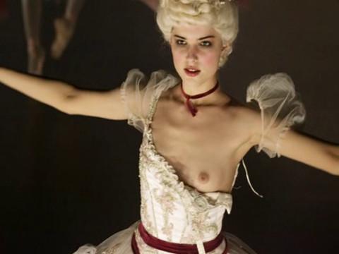 Naked ballerina (Michalina Olszanska)