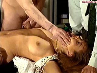 Инцест. Случайные сцены. Женская мастурбация.