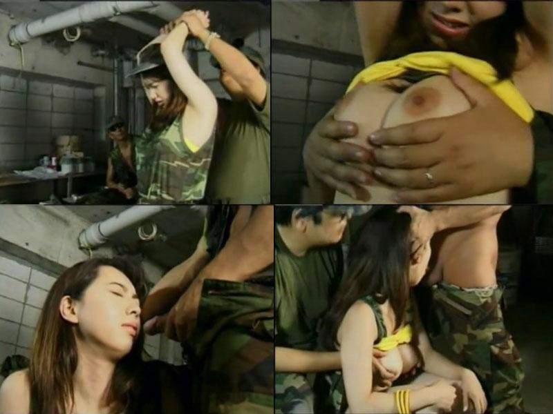 Порно солдаты взяли в плен